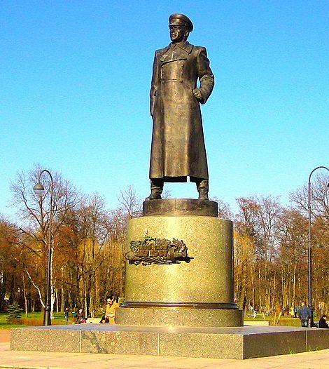 Памятник маршалу Г. К. Жукову.