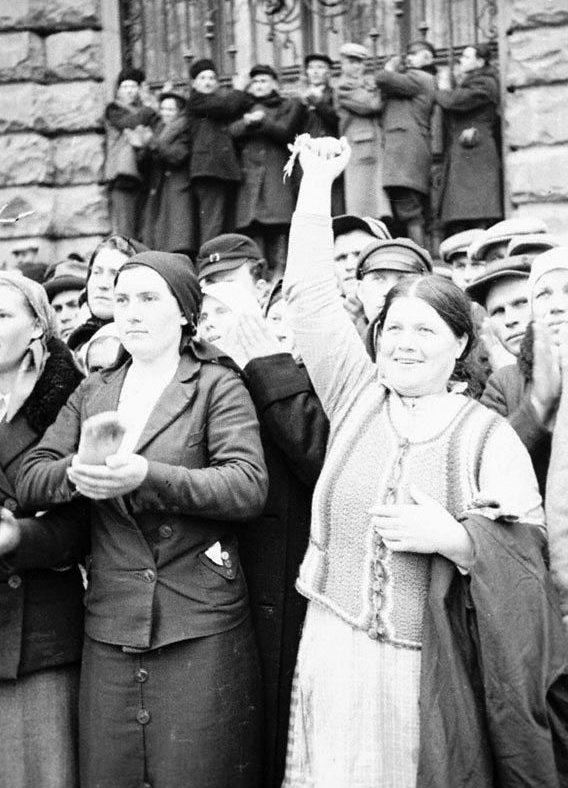 Львовяне встречают Красную Армию. Сентябрь 1939 г.