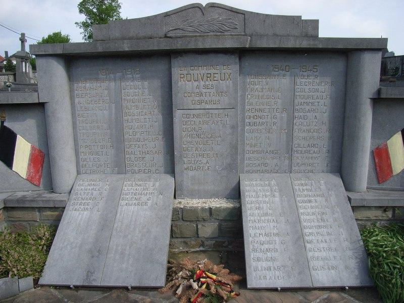 Муниципалитет Florze. Памятник жертвам двух войн, установленный на городском кладбище.