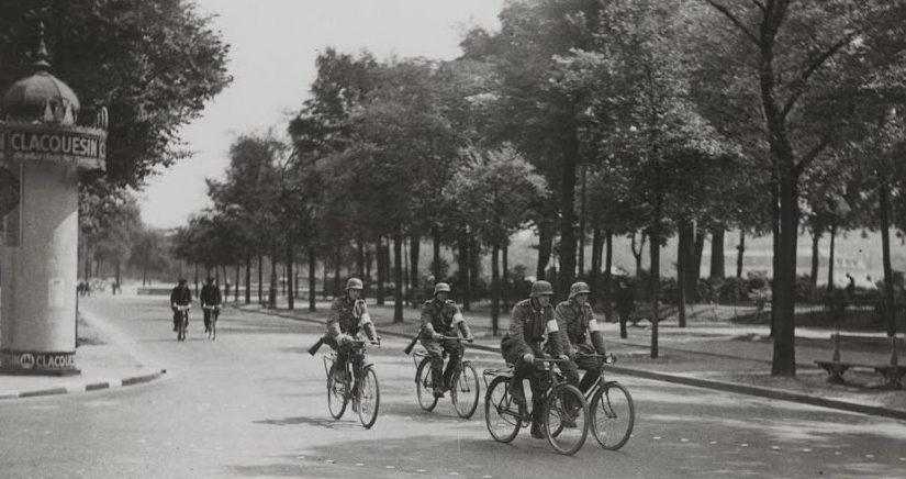 Велосипедный патруль. Июнь 1940 г.