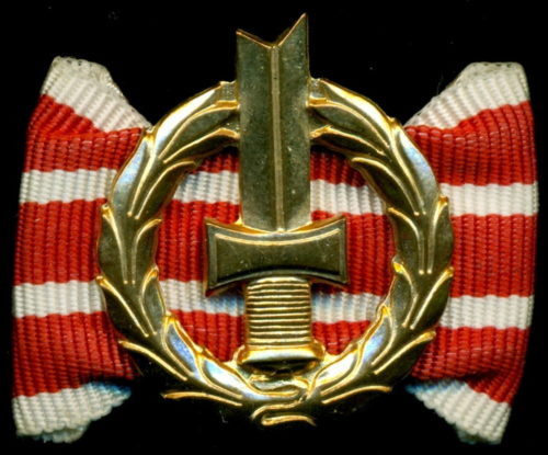 Аверс и реверс золотого членского знака общества инвалидов войны.