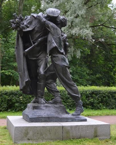 Памятник «Братья по оружию».