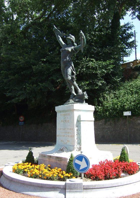 Муниципалитет Сурт-Сант-Этинне. г. Коммунале. Памятник, посвященный погибшим воинам в обеих мировых войнах.