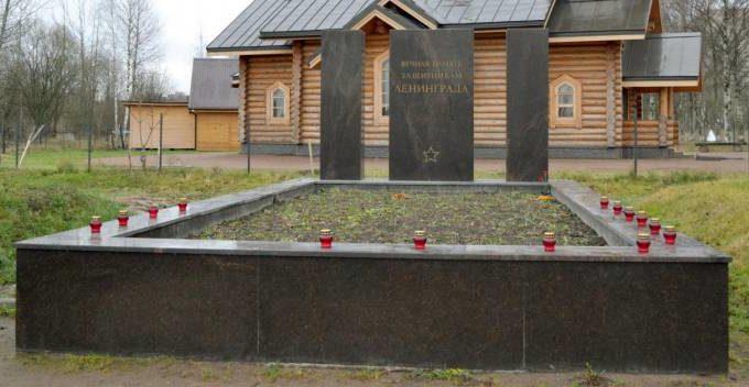 г. Санкт-Петербург. Памятник в Полежаевском парке установлен на братской могиле, в которой захоронены останки более 80 советских воинов.