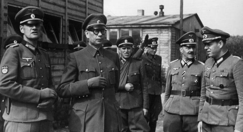 Генерал Власов в офицерской школе Дабендорф. 1944 г.