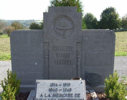 г. Ayeneux. Памятник погибшим в обеих войнах.