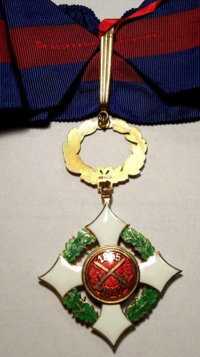 Аверс и реверс знака Командора Военного ордена.