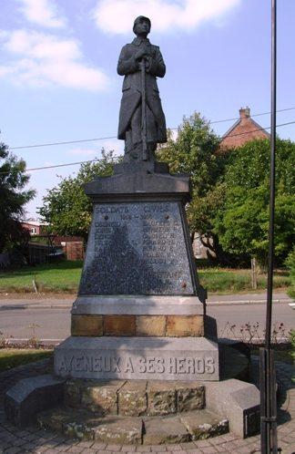 г. Ayeneux. Военный мемориал обеих войн.