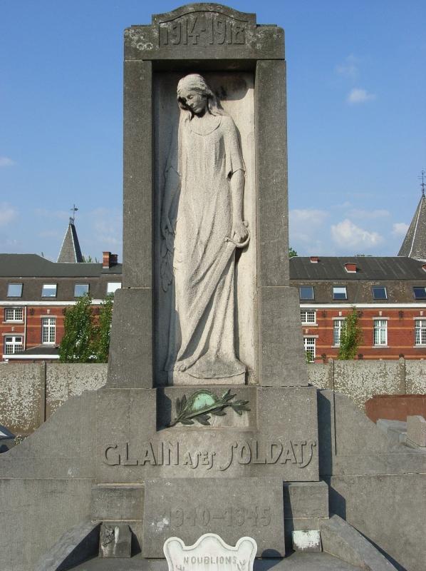 Муниципалитет Glain. Памятник на общинном кладбище воинам обеих войн.
