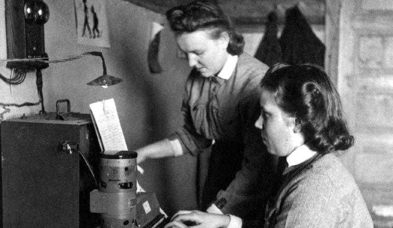 «Лотты» у телеграфного аппарата. 1939 г.