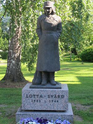 Памятник «Лоте» в Туусуле, установленный в 2001 году.