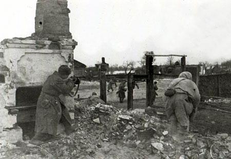Бой на улице города. 8 февраля. 1943 г.