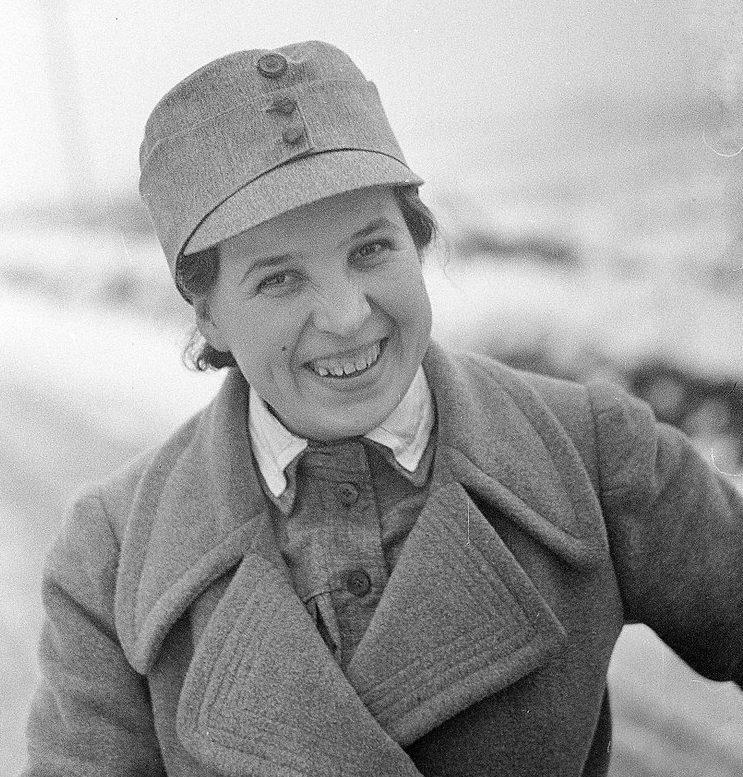 Лиля Хартикайнен член «Lotta Svärd» в Териоки. Ноябрь 1939 г.