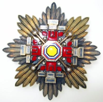 Аверс и реверс звезды ордена Столпов государства.