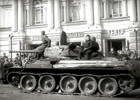 Кинотеатр имени Щепкина: куряне встречают освободителей. Февраль 1943 г.