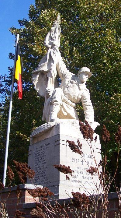 Муниципалитет Grand-hallet. Памятник погибшим воинам и жертвам обеих войн.