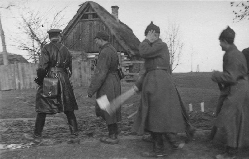 Красноармейцы на окраине Бреста. Сентябрь 1939 г.