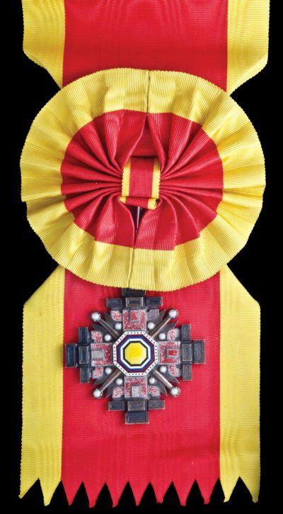 Орден Столпов государства 1-го класса на большой ленте с розеткой.