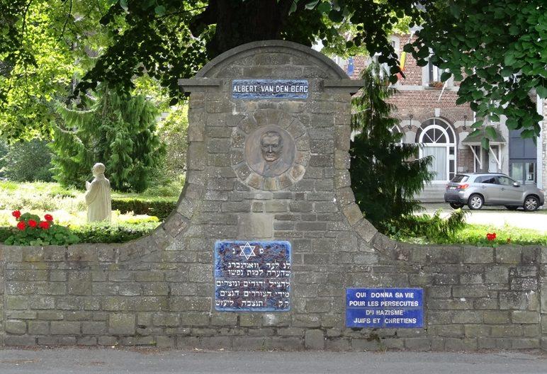 Муниципалитет Banneux. Памятник Альберту Ванденбергу - борцу против нацизма и геноцида евреев.