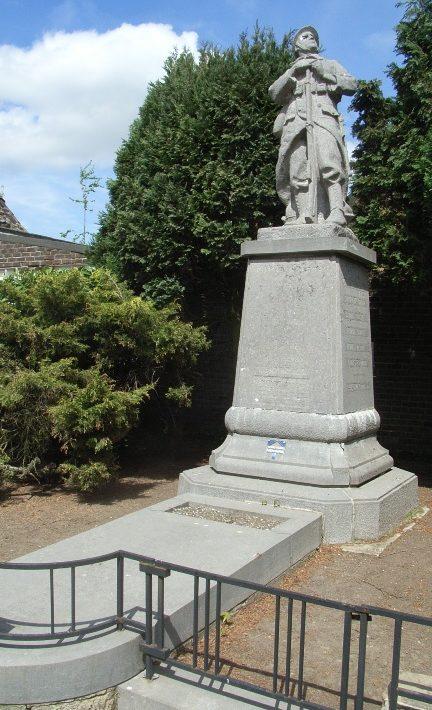 Муниципалитет Roloux. Памятник воинам и жертвам обеих войн.