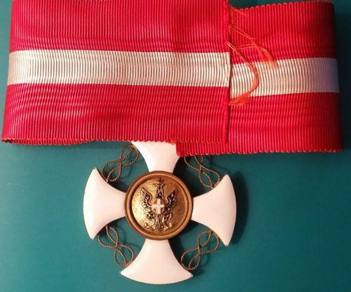 Аверс и реверс знака Великий офицер ордена Короны Италии на шейной ленте.