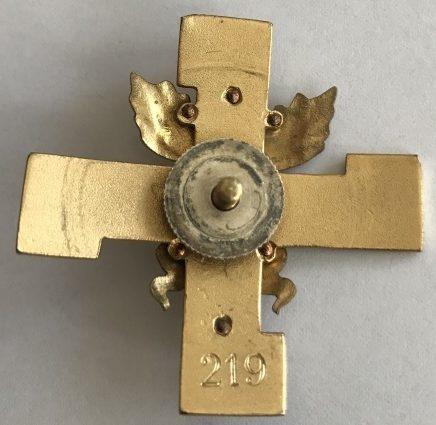 Аверс и реверс золотого памятного знака конного егерского батальона из Хямина.