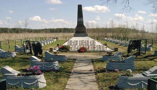 г. Санкт-Петербург. Памятник на воинском захоронении «703-й километр Московского шоссе», где размещено 40 надгробий с именами воинов, защищавших этот рубеж.