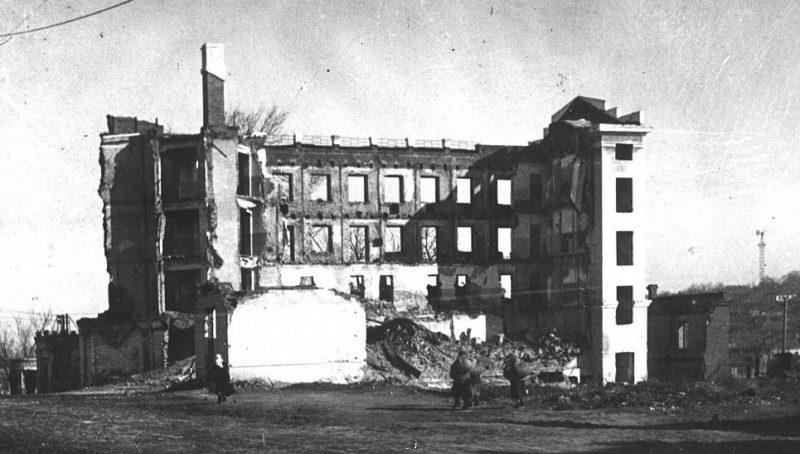 Руины в районе Центрального рынка.