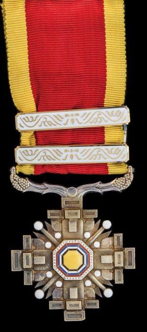 Аверс и реверс ордена Столпов государства 4 класса с двумя позолоченными планками.