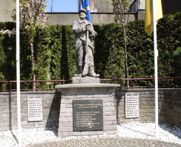 Совет Mont-Saint-Guirert. Памятник, посвященный погибшим воинам в обеих мировых войнах.