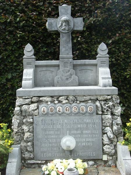 Муниципалитет Grand-trixne. Памятник 7 воинам, погибшим в сентябре 1944 года.