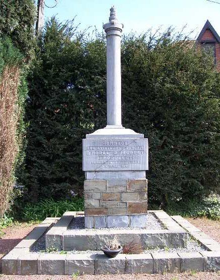 Муниципалитет Орей. Памятник на могиле трех французских летчиков.