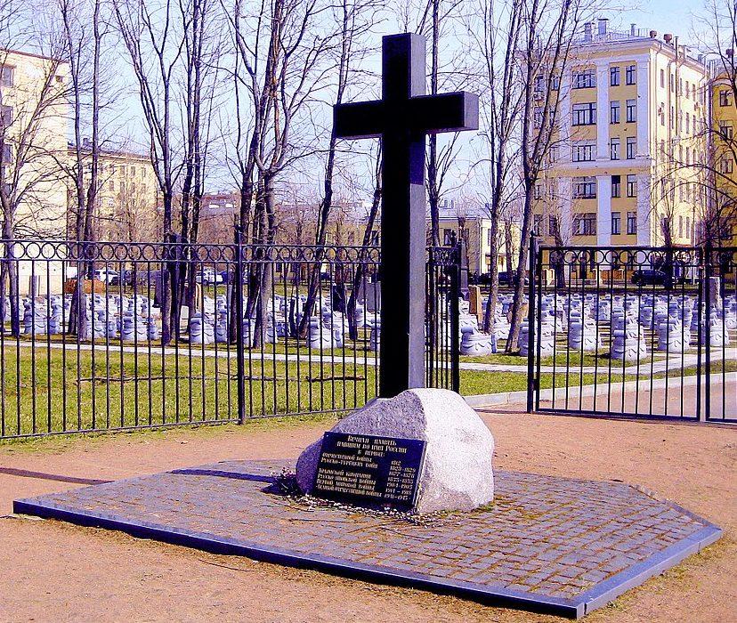 Памятники на братских могилах.