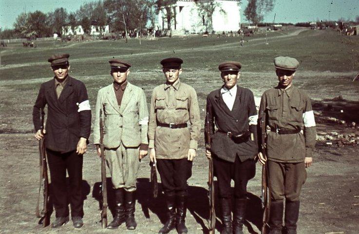 Типичные славянские полицаи. 1942 г.