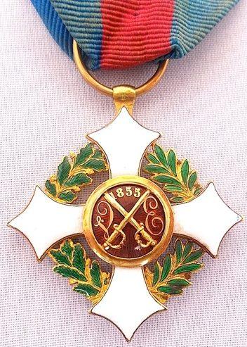 Аверс и реверс знака Кавалера Савойского военного ордена.