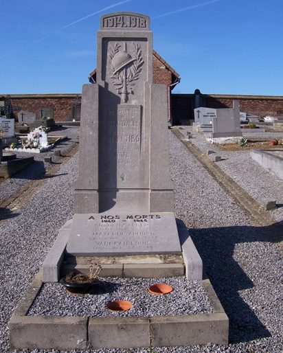 Муниципалитет Grandville. Памятник погибшим в обеих войнах.