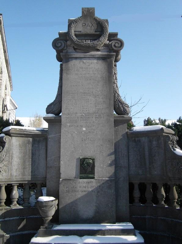 Муниципалитет Battice. Памятник погибшим воинам и гражданским жертвам обеих войн.