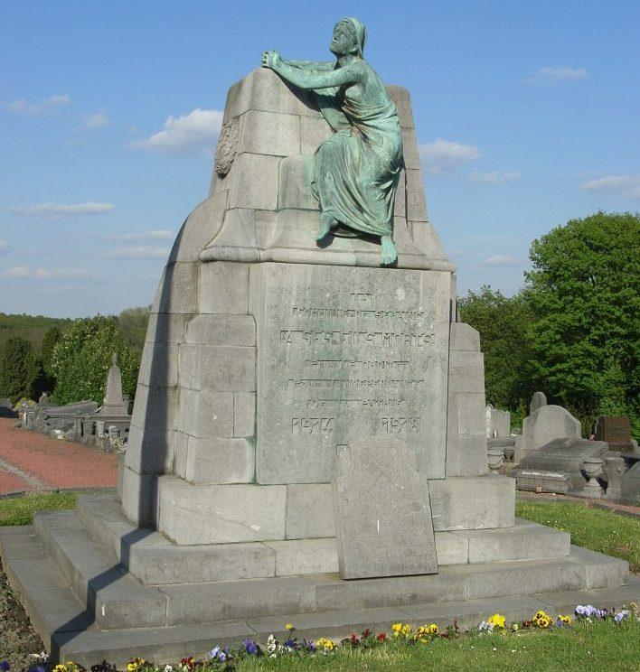 Муниципалитет Seraing. Памятник жертвам двух мировых войн.