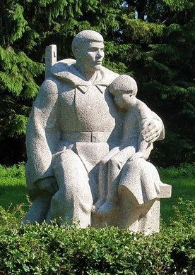 Скульптура воина.