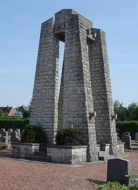 Муниципалитет Nivelles. Монумент в центре общинного кладбища воинов, погибших на войне.