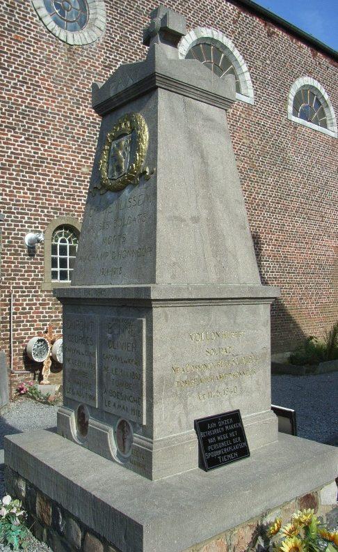 Муниципалитет Opheylissem. Памятник, посвященный погибшим воинам в обеих мировых войнах.
