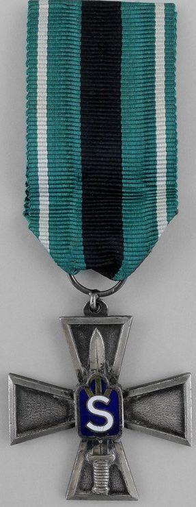Аверс и реверс серебряного креста Шюцкора «За заслуги».