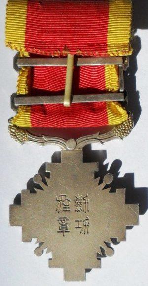 Аверс и реверс ордена Столпов государства 6-го класса с тремя серебряными планками.