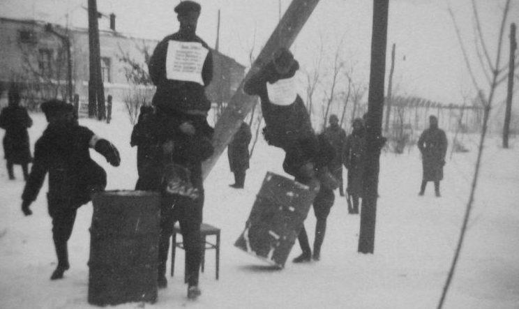 Полицаи казнят партизан. г. Богодухов Харьковской области. 1941 г.
