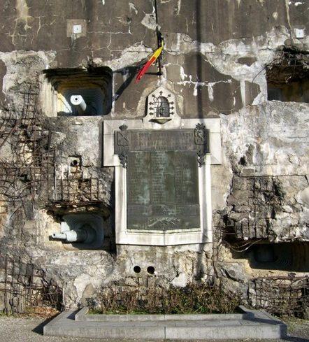 Памятники на территории форта Battice.