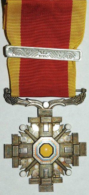 Орден Столпов государства 8-го класса с одной серебряной планкой.