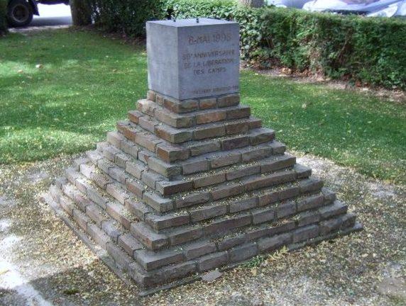 Муниципалитет Walyain. Памятник 50-летию освобождения узников из лагерей.