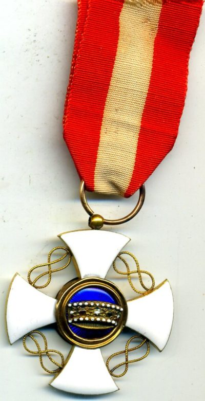 Аверс и реверс знака Кавалер ордена Короны Италии.