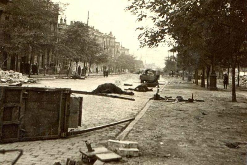 Улица брошенного города. 15 октября 1941 г.