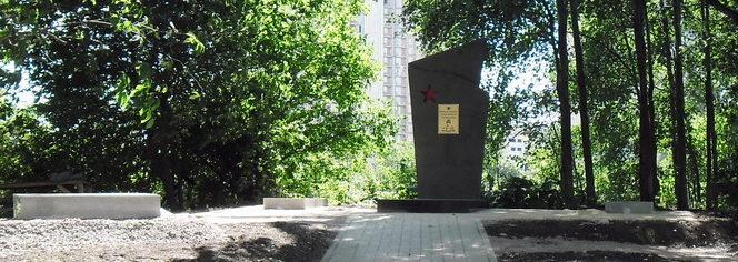 г. Санкт-Петербург Октябрьская наб., Уткина Заводь. Памятник, установленный на братской могиле советских воинов.